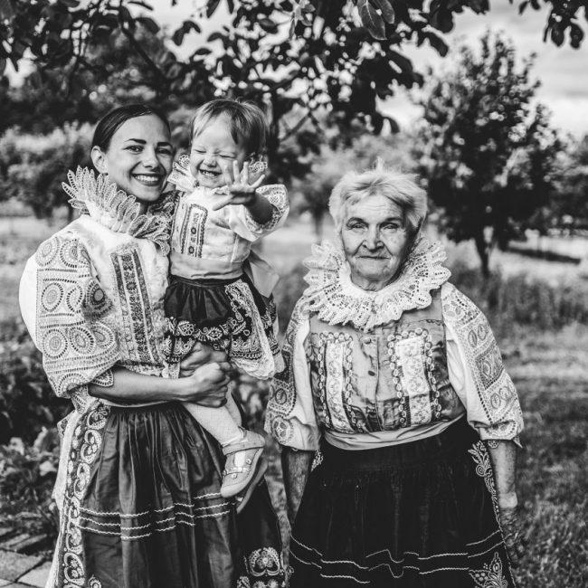 Fotografka Martina Levásovská fotí slovenské kroje