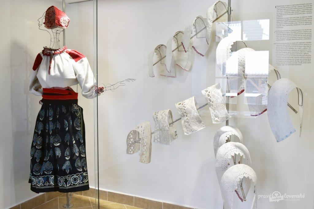 Galéria paličkovanej čipky
